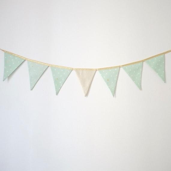 Guirlande de fanions en tissu triangles mint et par sillyandbilly - Guirlande de fanions tissu ...