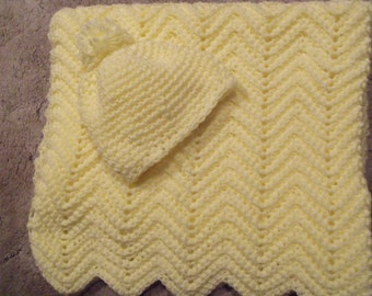 Baby blanket and hat,large  winter weight, soft yellow.  30 in. X 32 in.