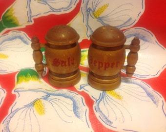 Vintage wooden stein salt and pepper shakers- souvenir of Will Rogers State Park, California