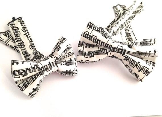 hnliche artikel wie musik nimmt krawatte fliege fliege musik musik noten fliege wei e noten. Black Bedroom Furniture Sets. Home Design Ideas