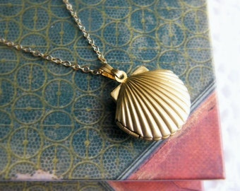 Sea Shell Locket Necklace, Seashell Locket Pendant, Gold Locket, Gold Sea Shell Necklace, Ocean Jewelry, Beach Jewelry, Nautical Wedding
