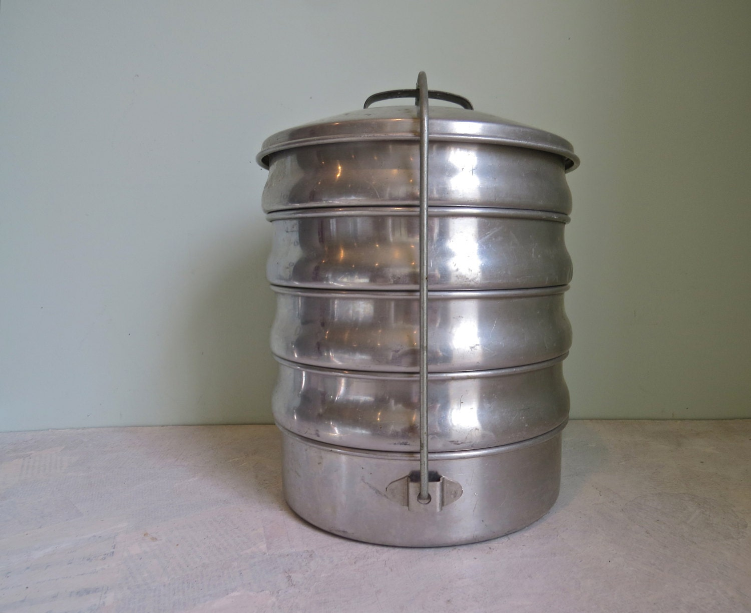 Vintage stacking tin metal lunch box aluminum food tin for Aluminum cuisine