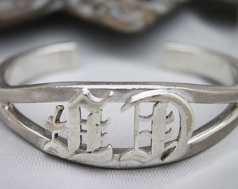 Solid Vintage AVEDON STERLING CUFF,Gorgeous piece,46g.Initials.