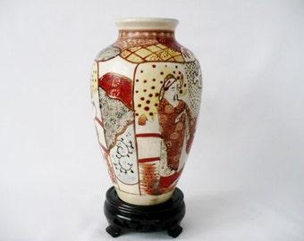 19th c Meiji Period Oriental / Japanese Kutani Vase - Figural Decoration