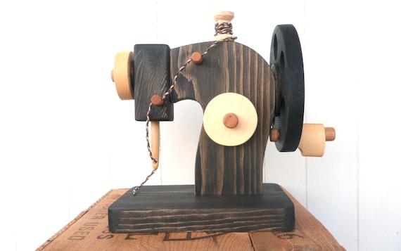 Machine coudre en bois jouet waldorf jouet par for Machine a coudre king jouet