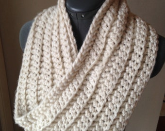Chunky Ribbed Twisted Cowl