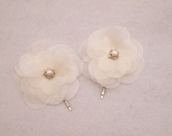 Ivory flower accessory, Bridesmaids Hairpin, Hairpiece, Bridal Hair Accessories, flowergirl bobby pin, Bridal Hairpin