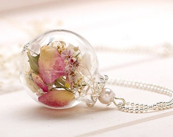 Glass bead necklace with real flowers k267