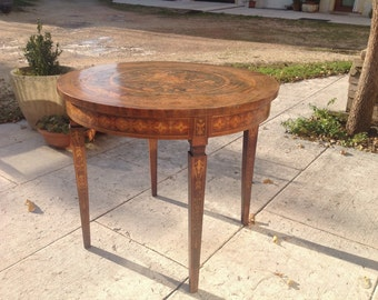 Antique round table. Venezia. Made in Italy
