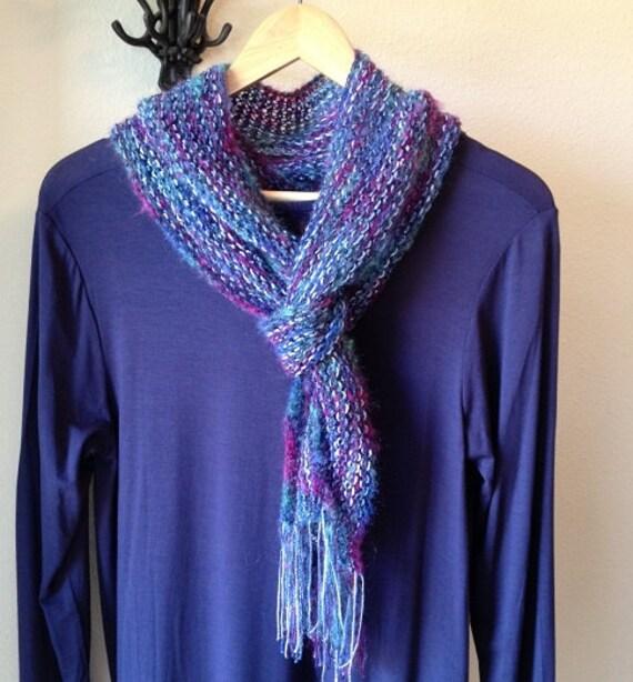 Stocking Stitch Knitting Patterns : Two-tone Scarf a loom knit pattern