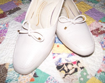 1980's Vintage Cream Colored Shoes