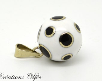 Bijoux en blanc et noir - Motif pois - Collier de grossesse - Collier musical - Bola Olfée - Met le ventre de la femme enceinte en valeur
