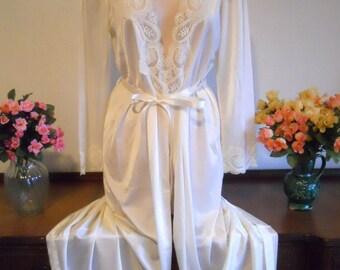 Vintage Peignoir Vintage Cream Peignoir Vintage Olga 1980's Elegant Romantic Wedding Vintage Long Peignoir Robe Lingerie