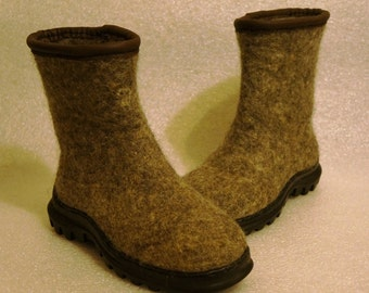 Eco felted boots for men or women. Handmade felt shoes. Snow boots. I can felt in all sizes or colors.