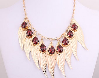 Beautiful golden leaves necklace