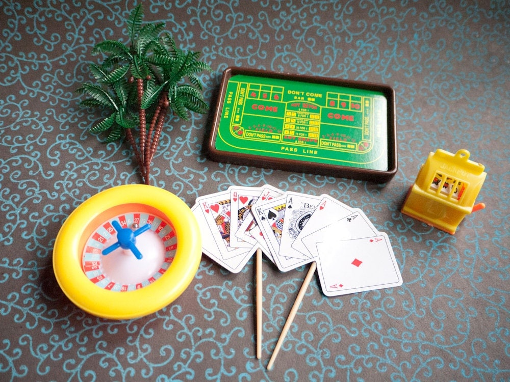 Retro Casino Cake Topper Set