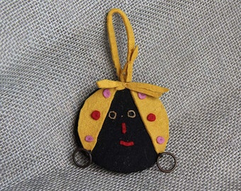 1930's Vintage Primitive Handmade Felt Sewing Kit of Face With Bandanna and Earrings