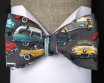 Pre tied bow tie, classic cars on grey background will fit neck size up to 19.5 inches (49 cms)