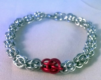 Sealed with a Kiss Chainmaille Sweetpea bracelet