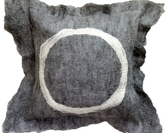 Wolf Grey felt cushion cover - Cream.
