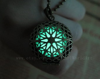 Glow in the dark Green necklace,Glow Pendant Necklace,Party necklace,wedding necklace