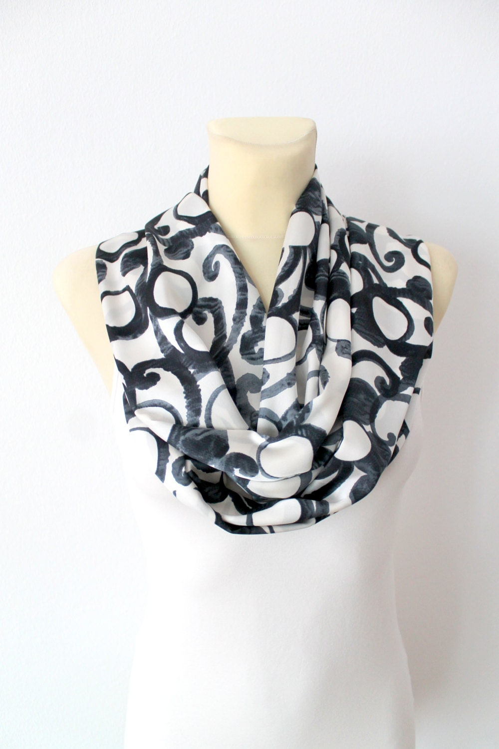 How to Knit an Infinity Scarf on a Loom - Happy Hour Infinity scarf fashion trend