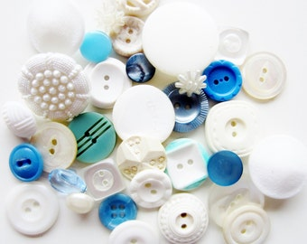 Cottage Chic vintage buttons. Shades of cream, white, and blue. Lot 34 (2066)
