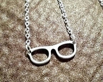 Small Glasses Necklace