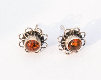 Stunning Vintage Silver Earrings. Unique design. With Amber gems.