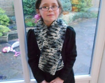 NEW – UNISEX black, grey & off white camouflage chunky scarf