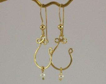 Gold Dangle Earrings, White Pearl Earrings, Gold Filled 14k, Fashion Jewelry, Everyday Jewelry, Bridesmaid Gift