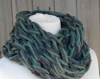 Merino Snood: charcoal & green