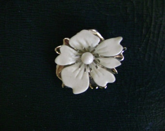 vintage silver and WHITE FLOWER BROOCH vintage costume jewelry