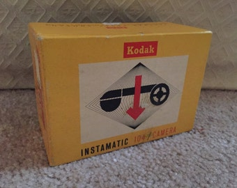 Kodak instamatic 104 camera. Looks great! NOS?