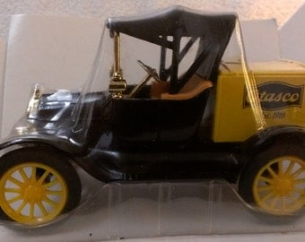 ERTL 1918 Ford Runabout Bank Otasco .(272)