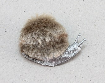 Furry Harry: Snail brooch in  faux fur and metal