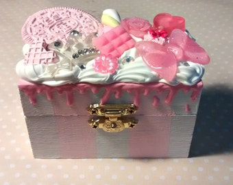 Sale Pink and white striped sweet decoden box