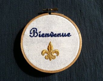 "Welcome in French - Bienvenue - Hand Embroidered 4"" wooden hoop"