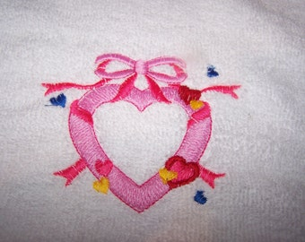 Personalised embroidered bath towel with a pink heart (100% cotton)