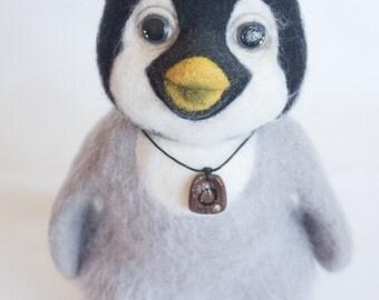 Little penguin. Needle felted. OOAK. 9,45 inch.