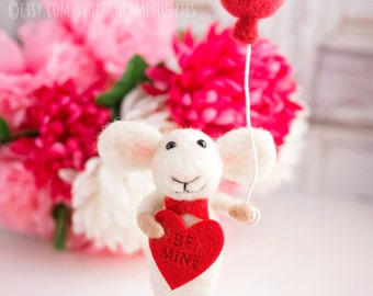 Valentino the Mouse - Needle Felted Mouse for Valentine's Day with Balloon