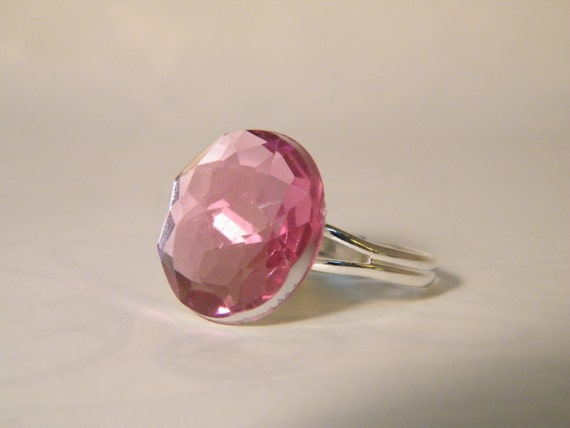 Multifaceted Jewel Costume Ring Rose colored