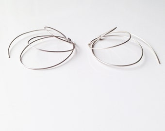 Nautilus - minimalist earrings  in silver-