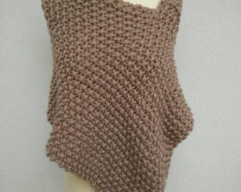 Asymmetric wool poncho. Mink color.