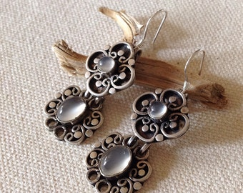 Dangle vintage sterling silver earrings with moonstone cabochons // up cycled