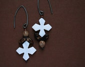 asymmetrical earrings with mother of pearl, coconut shell and natural seeds - ethnic - rustic - mismatch earrings