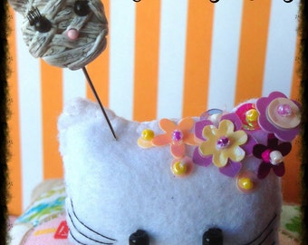 Mummy Kitty Pin Topper