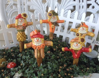 Welcome Scarecrow Miniature Fall Display - Scarecrow Stake . Hand made ceramic Glazed