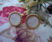Vintage French Gold Plated Cuff Links / Mother of Pearl Decoration / Vintage Mens Accessory / Vintage Man / Vintage Jewelry