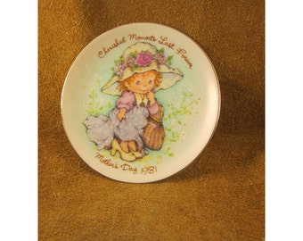 Cherished Moments Last Forever – 1981 Mother's Day Plate – Blonde Little Girl Playing Dress Up  - Vintage Avon Collector Plate